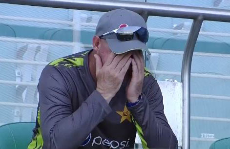 Mickey Arthur could only look on as Pakistan tumbled // Fox Sports
