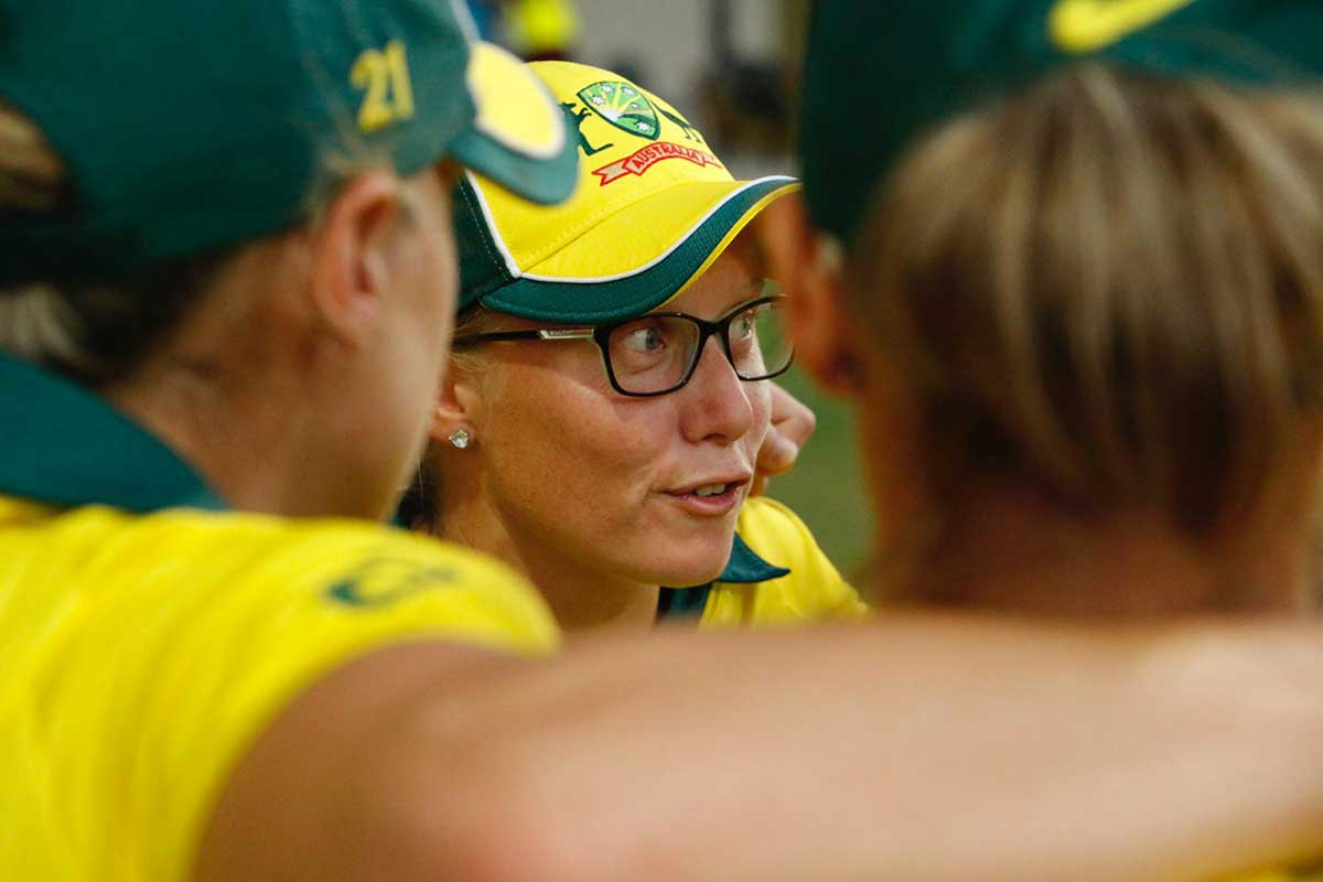 Healy wore her glasses in a match for the first time // Cricket Network
