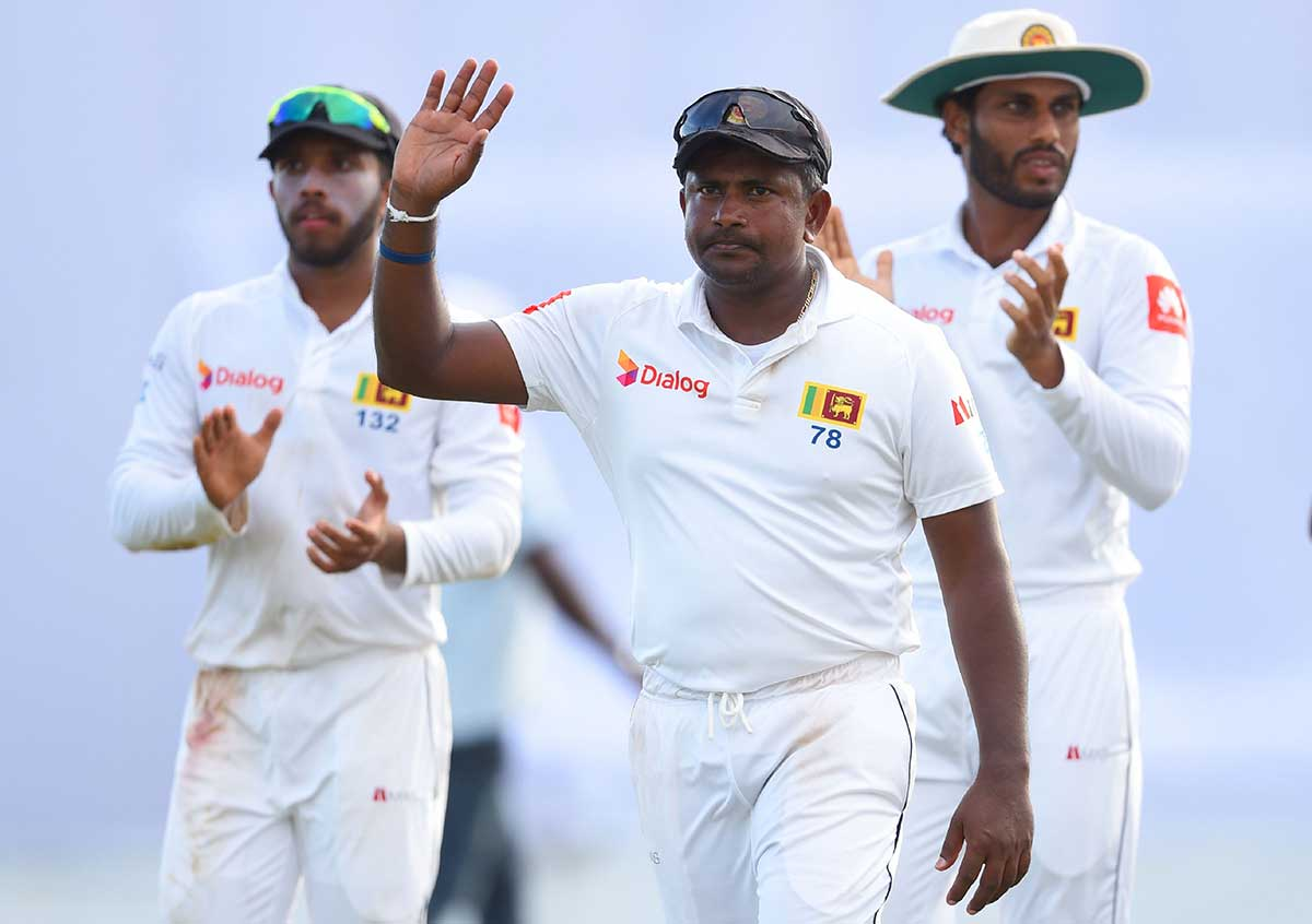 Herath waves as he leaves the field on day three // Getty