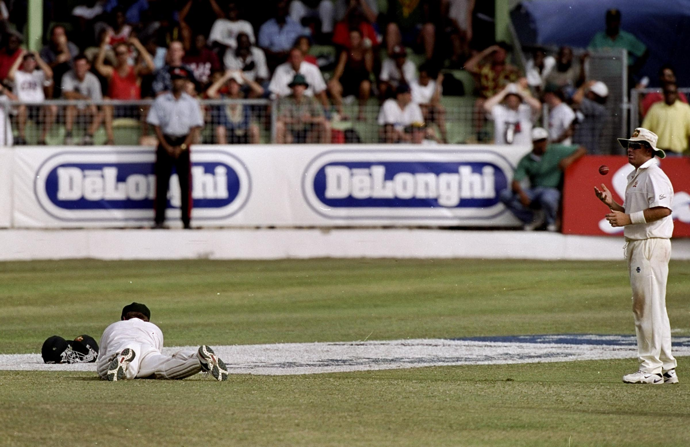 Ian Healy and Shane Warne react after Healy's crucial dropped catch // Getty