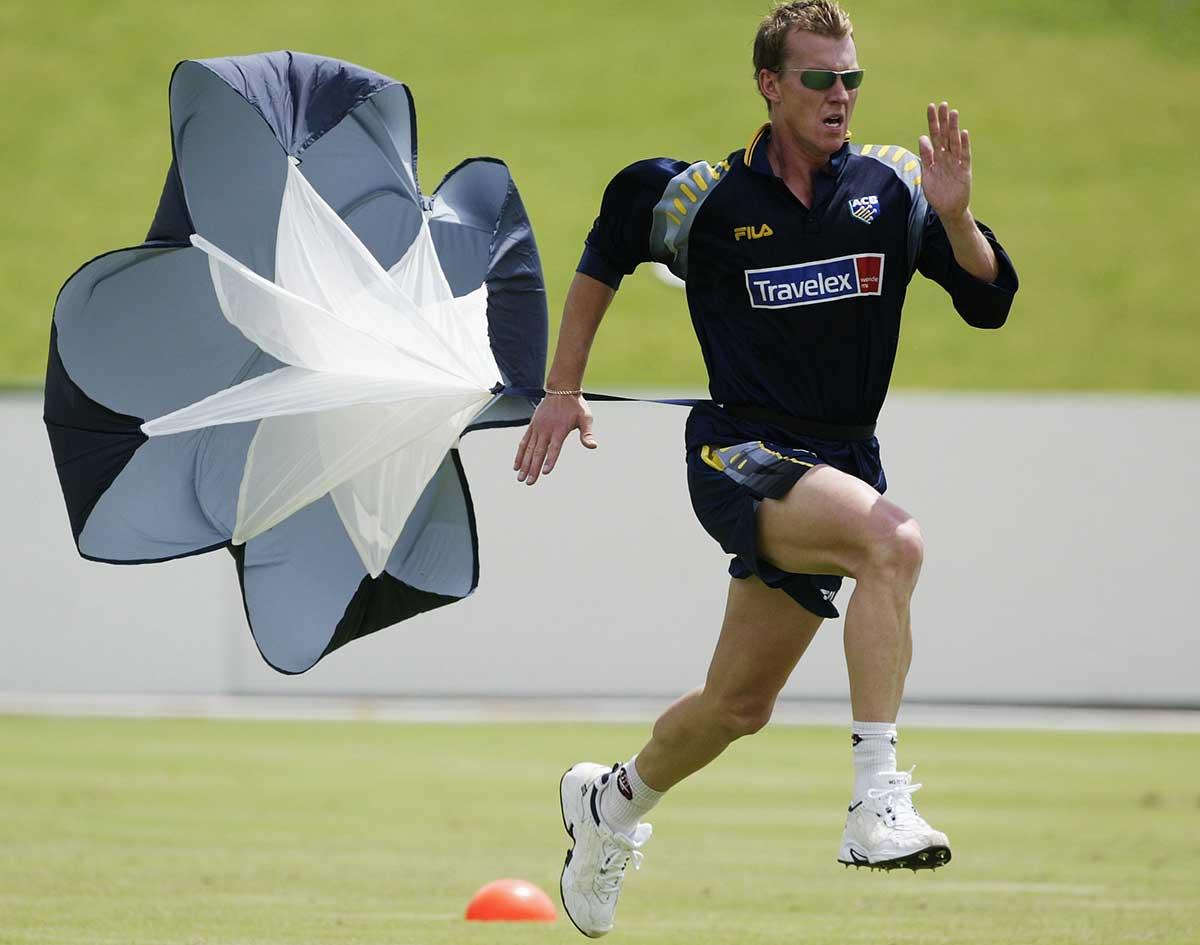Brett Lee trains with a parachute // Hamish Blair / Getty