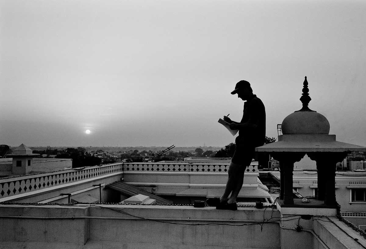 Steve Waugh finds a quiet spot to write in his diary // Trent Parke / Magnum Photos