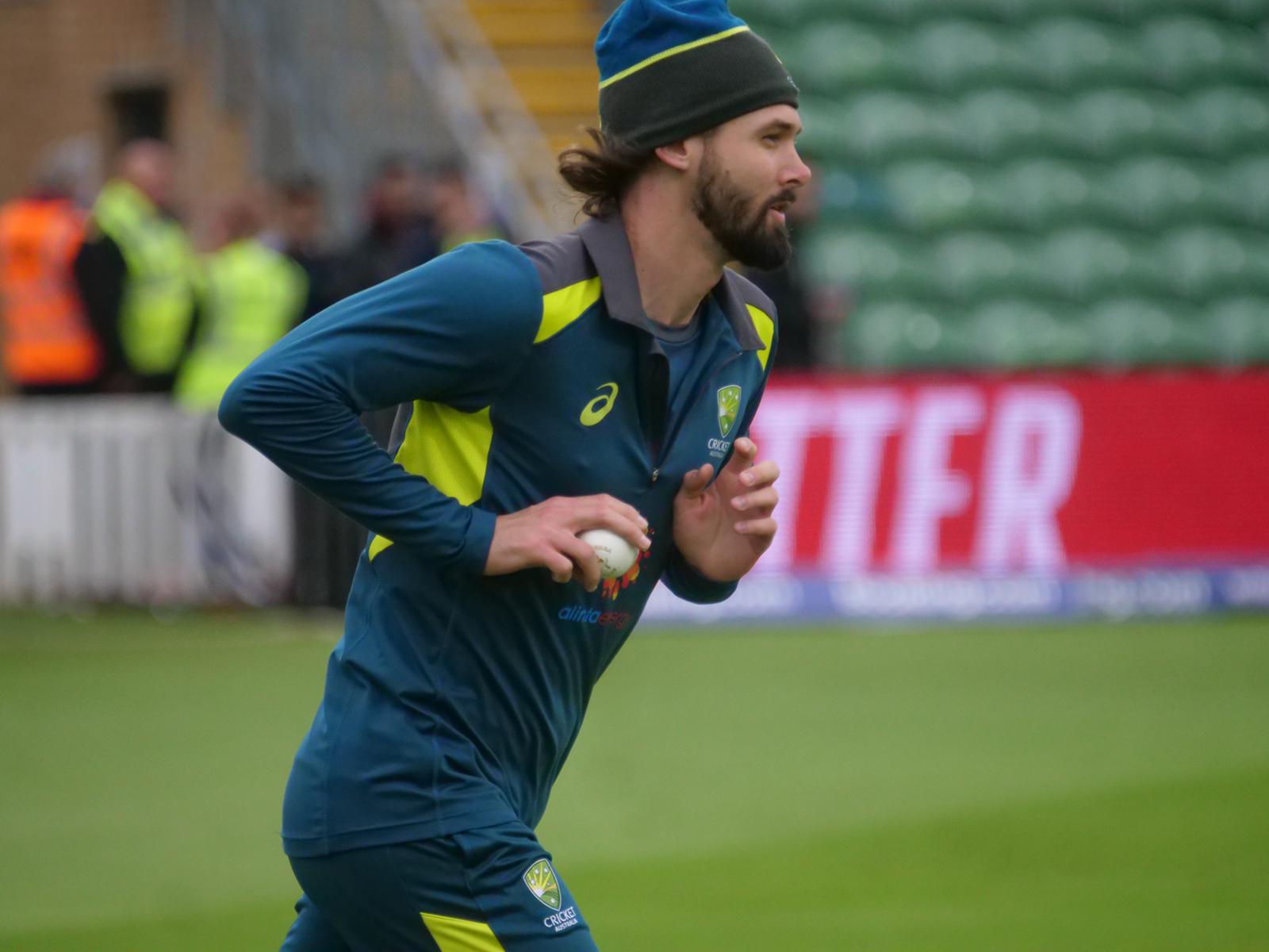 Kane Richardson tries to warm-up at Taunton // Cricket Network