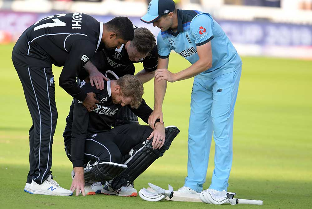 A heartbroken Martin Guptill is consoled after defeat // Getty