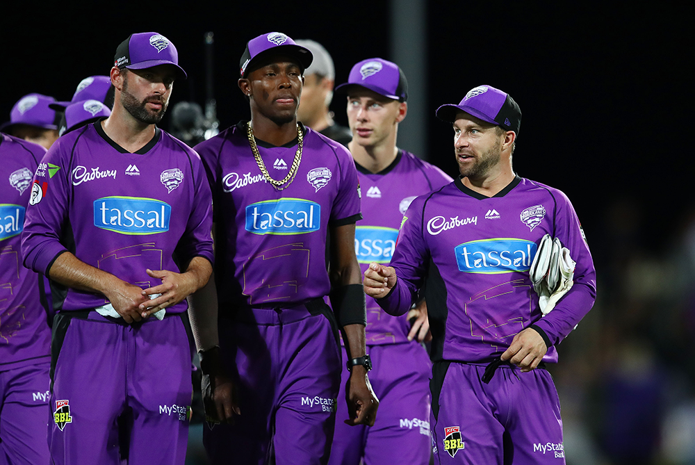 Matthew Wade and Jofra Archer on field for the Hobart Hurricanes in the BBL // Getty