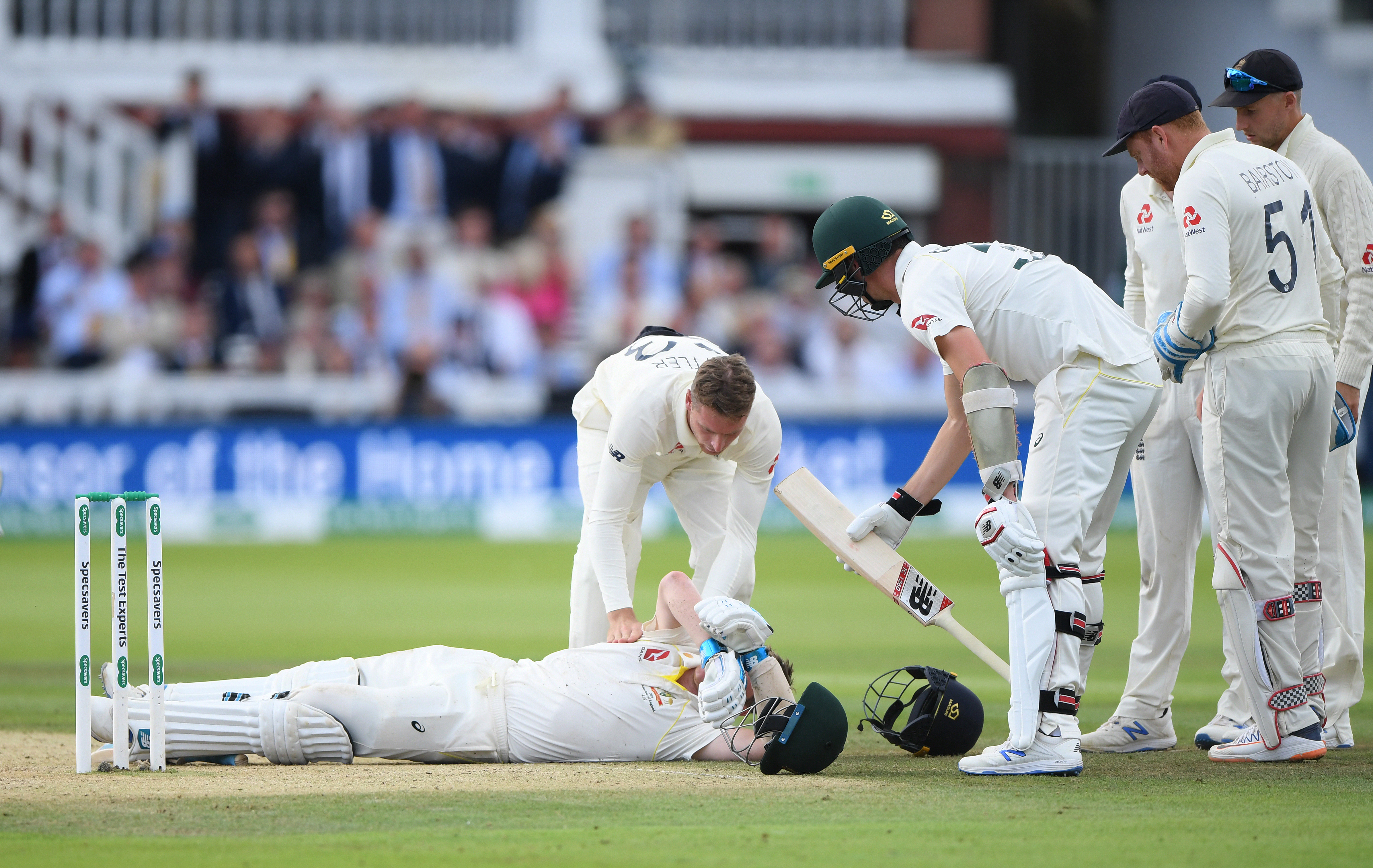 Players attend to Smith after the frightening blow // Getty
