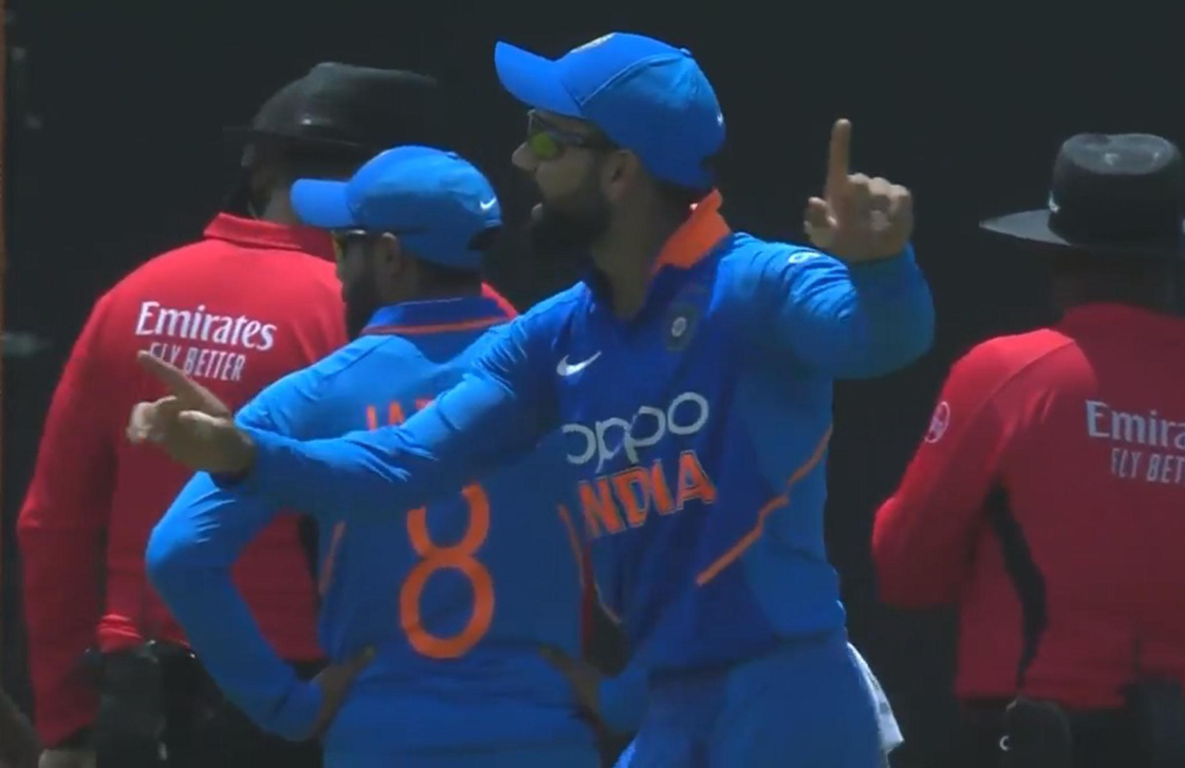 Kohli busts a move as he waits for play to resume