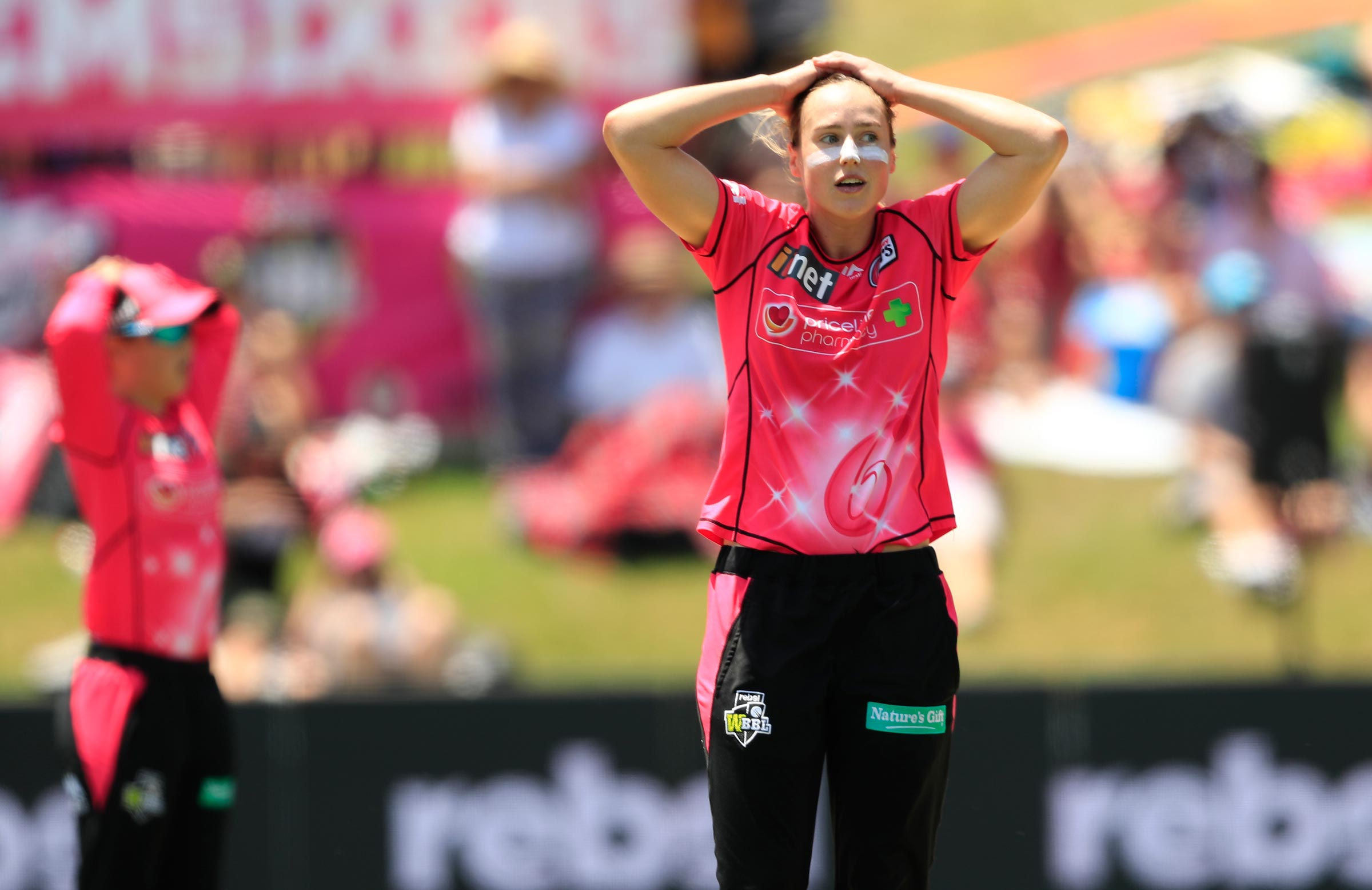 Ellyse Perry reacts as the Heat win the WBBL|04 title // Getty
