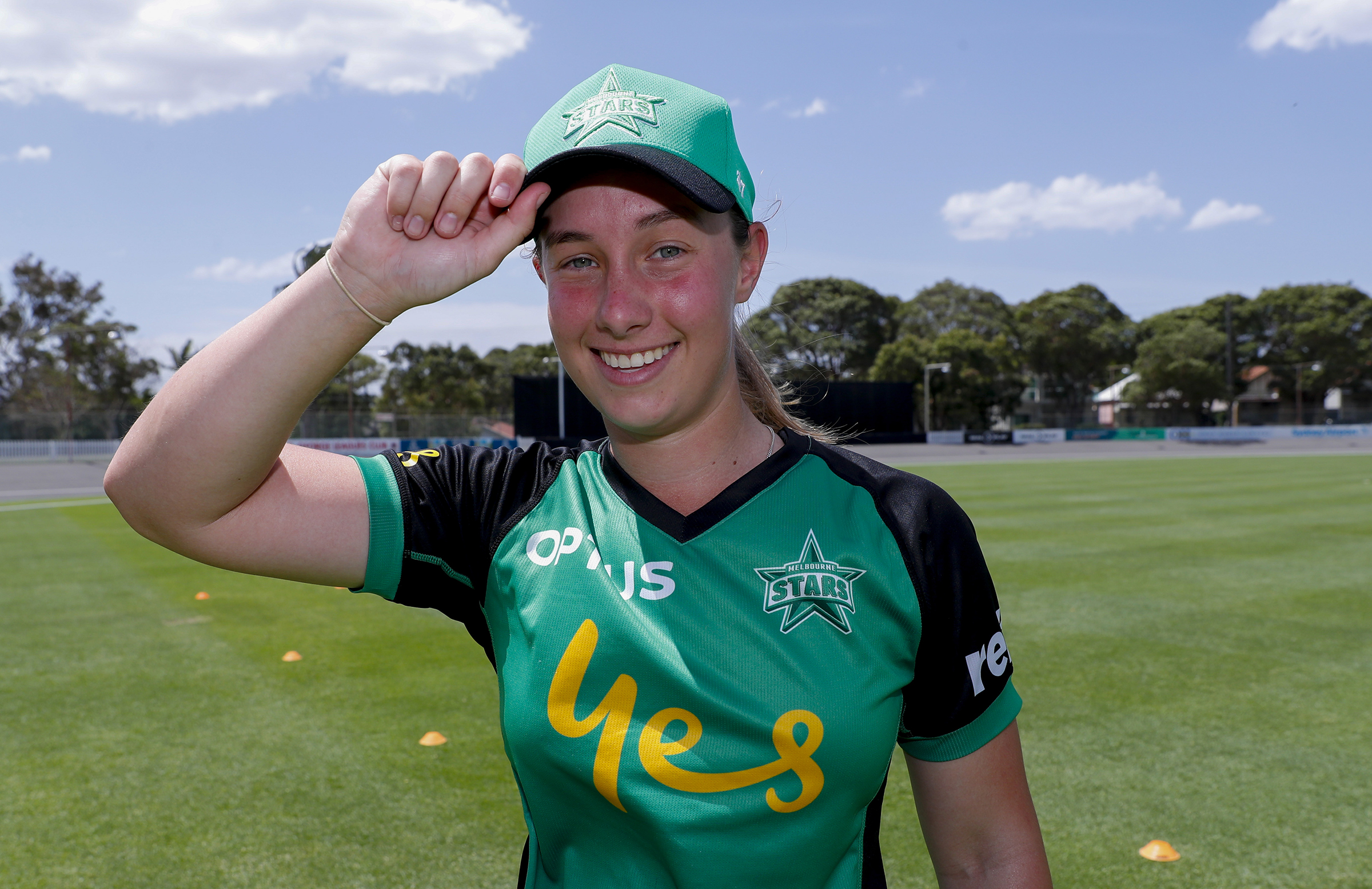 Penna receives her Stars cap on WBBL debut // Getty