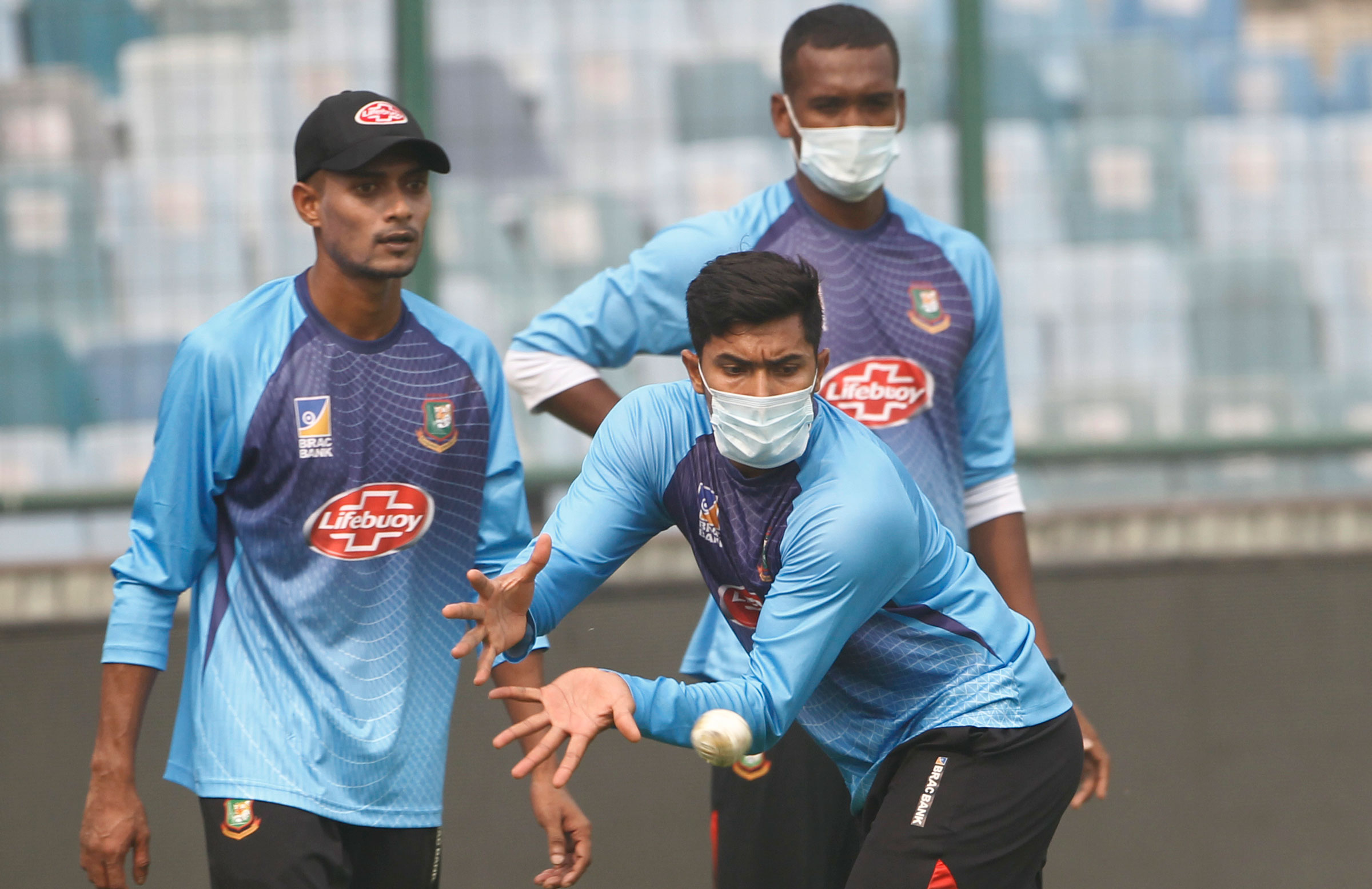 Smog in Delhi recently forced Bangladesh players to train in masks // Getty Images