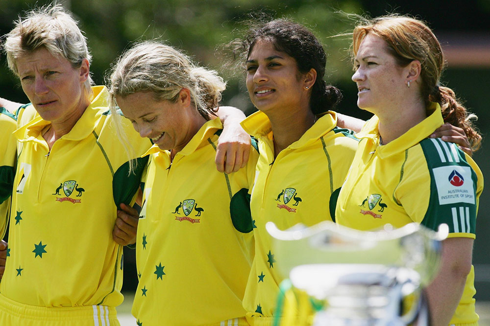 Fitzpatrick alongside Australian teammates Lisa Sthalekar, Julie Hayes and Karen Rolton ahead of the Rose Bowl series against New Zealand in 2006