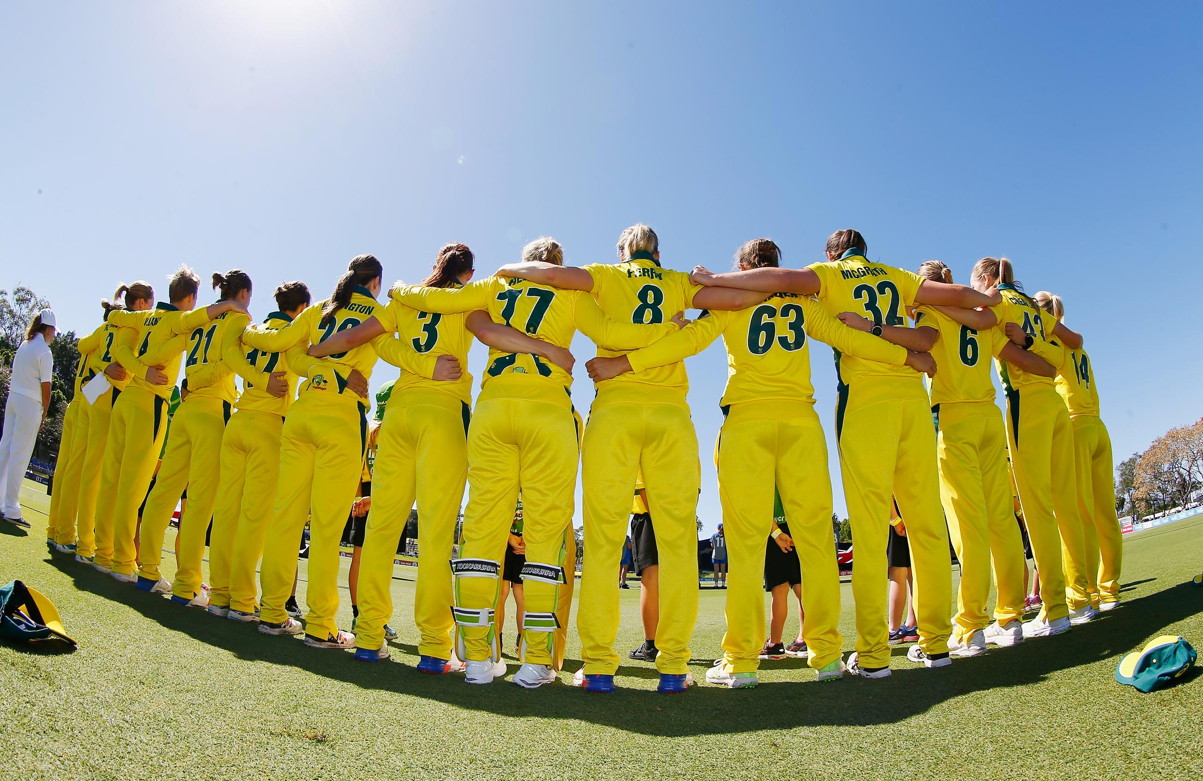 Arm-in-arm: Australia look forward to the 2017 Ashes // Getty