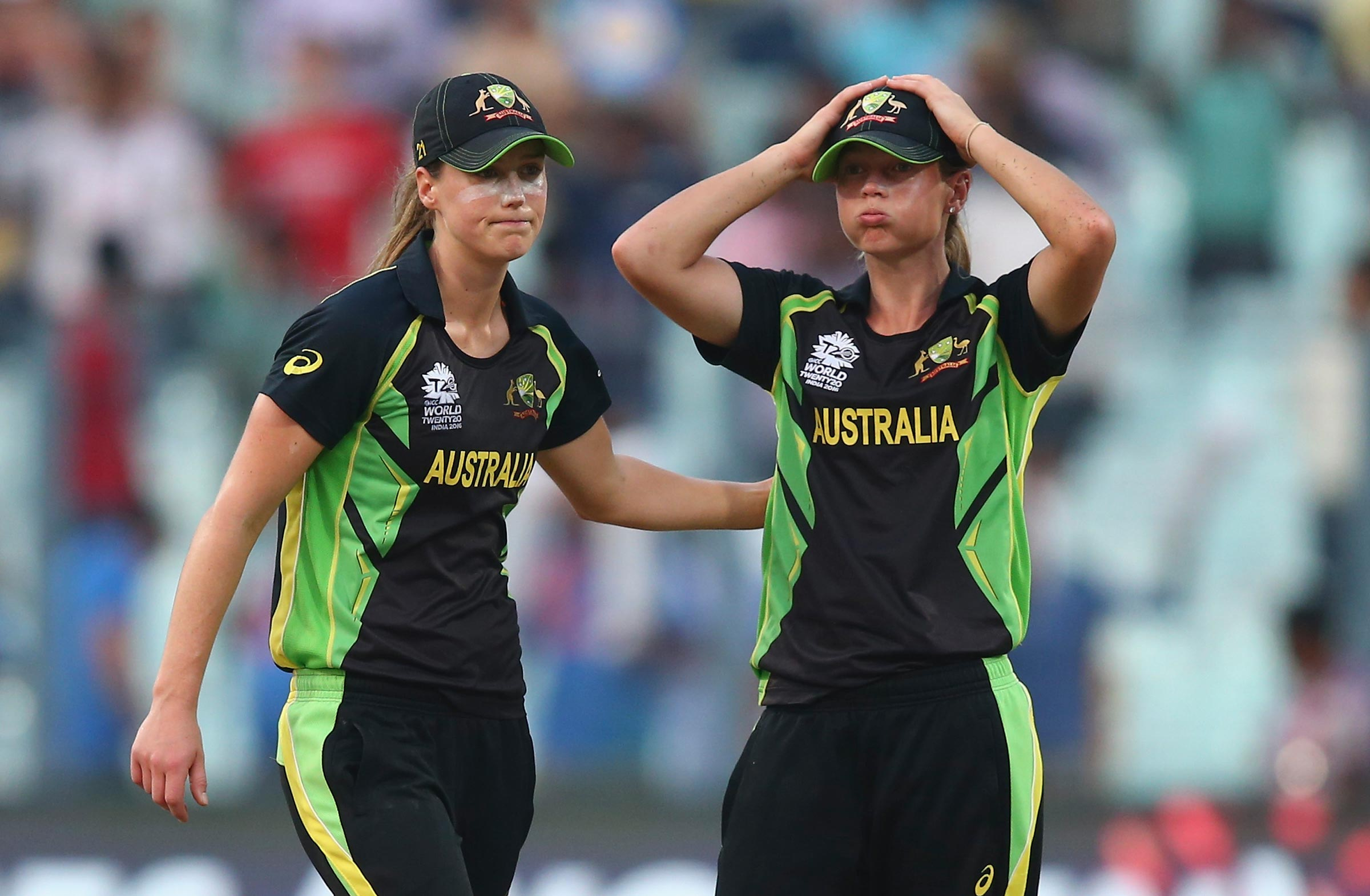 Ellyse Perry and Meg Lanning react to a shock loss in the 2016 World Cup final // Getty