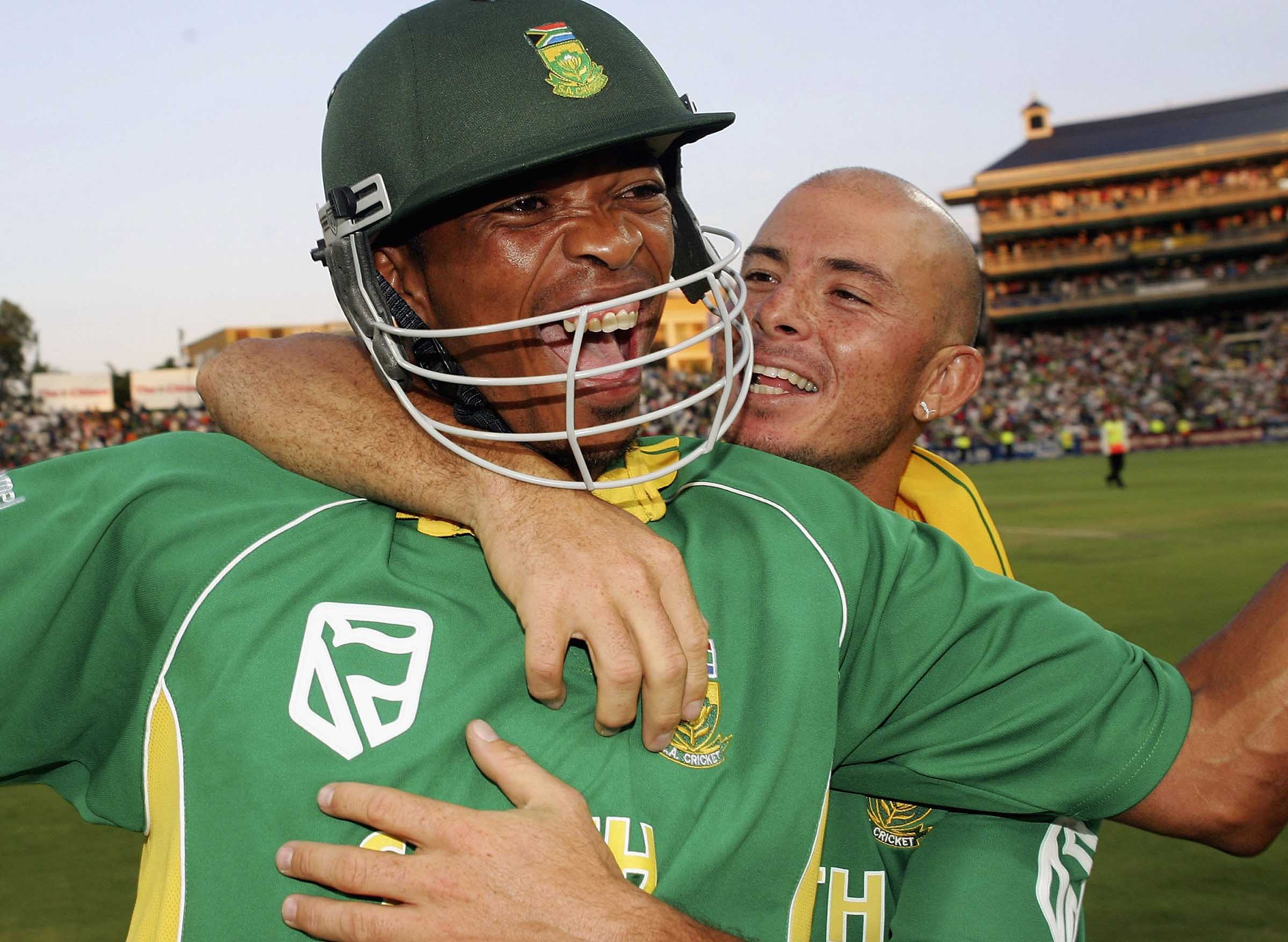 Ntini and Gibbs ecstatic after the winning runs are hit // Getty