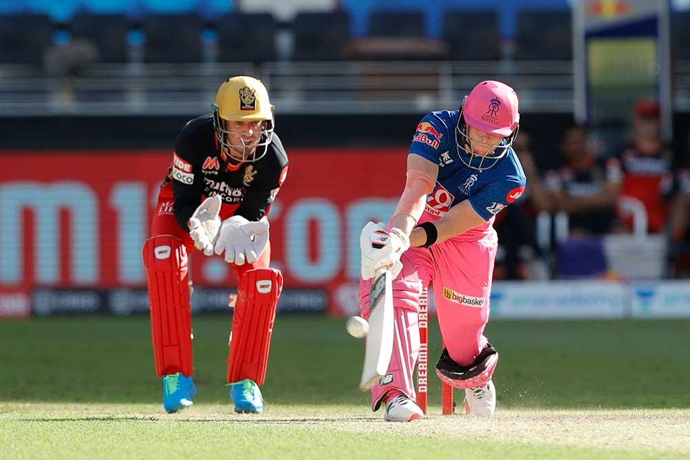 Smith reverse sweeps a boundary // BCCI/IPL