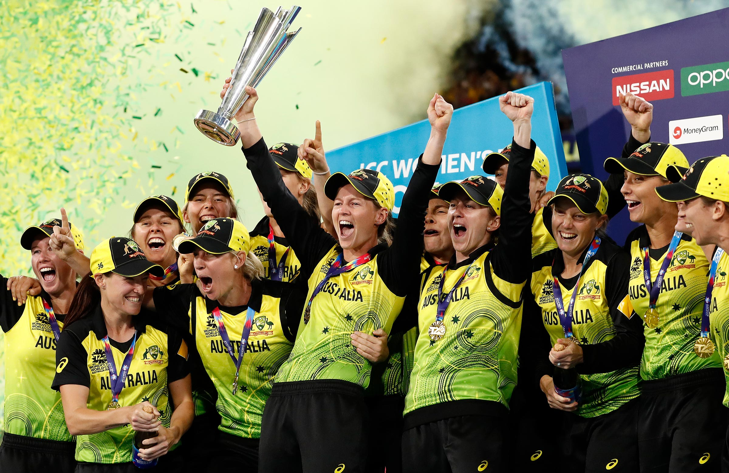 Australia lift the trophy at the MCG // Getty