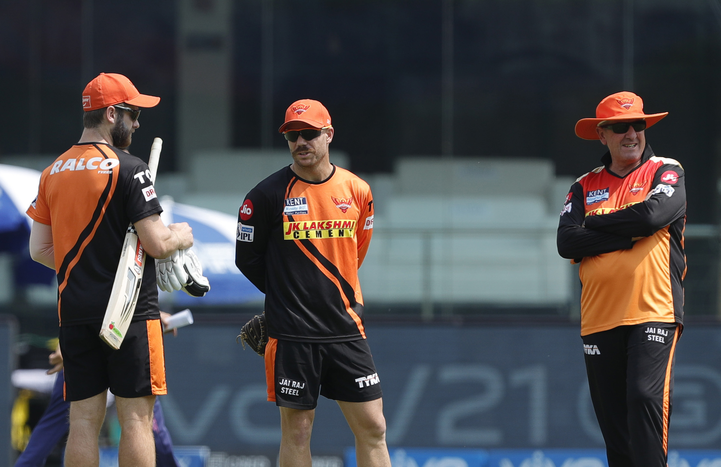 Williamson, Warner and Bayliss chat before the Rajasthan game // BCCI/IPL