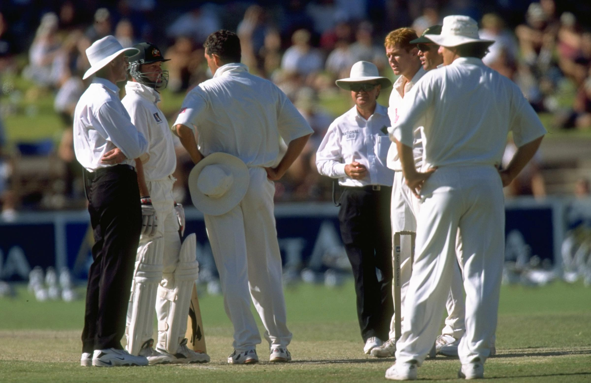Mark Waugh and Hansie Cronje remonstrate during the 1998 Adelaide Test // Getty