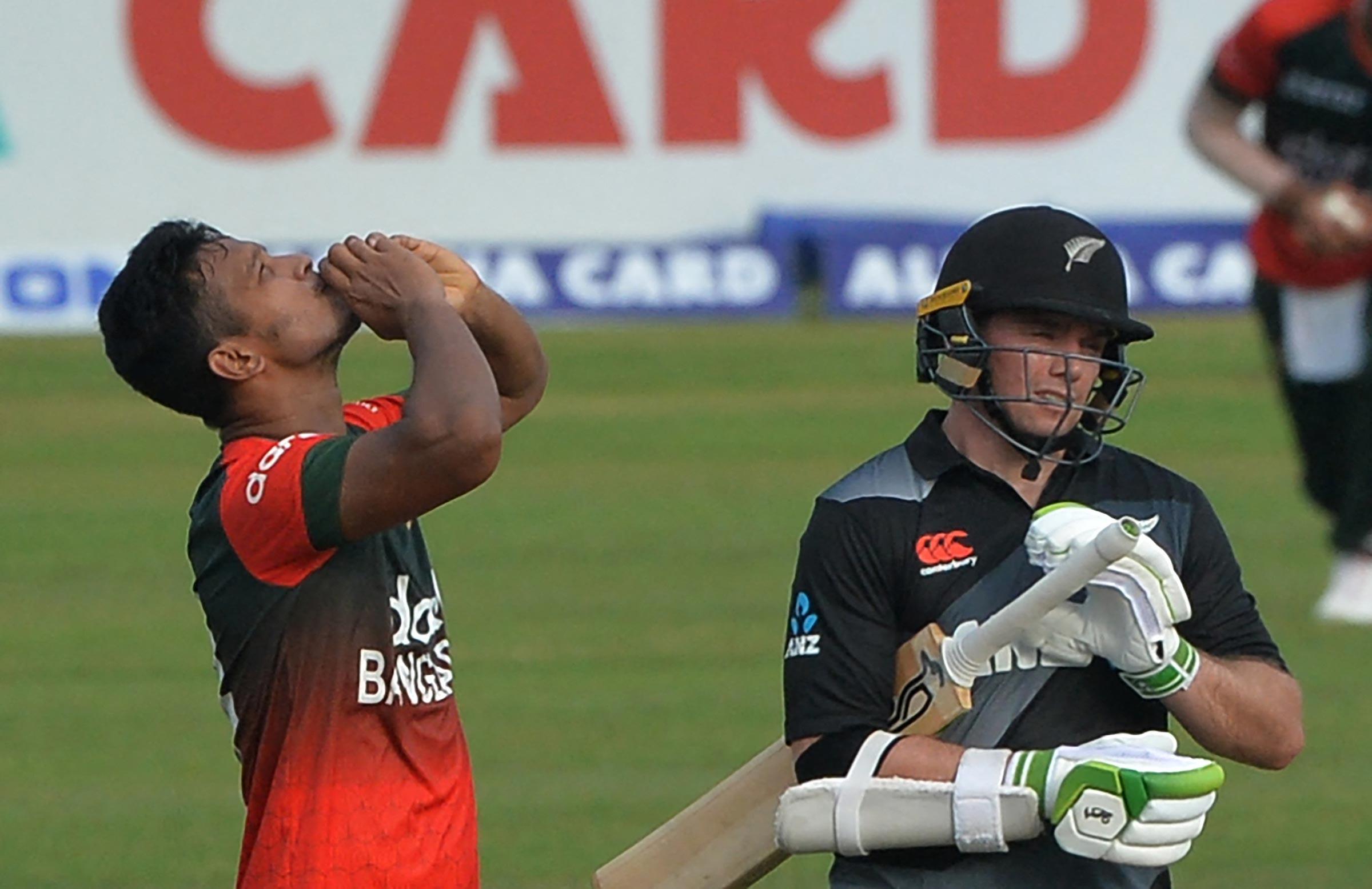 Shakib celebrates the wicket of Tom Latham // Getty