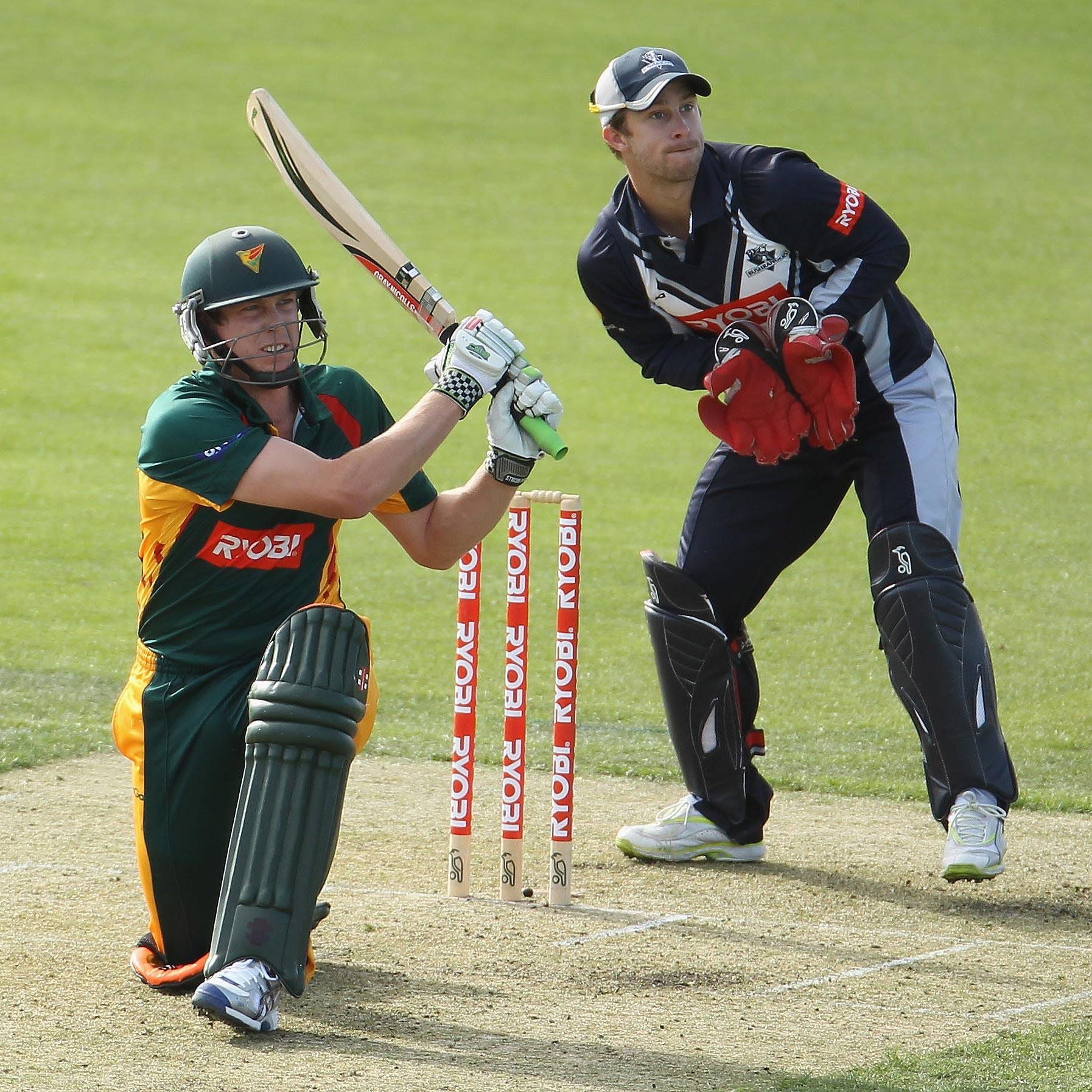 Tasmania's James Faulkner attacks Victoria // Getty