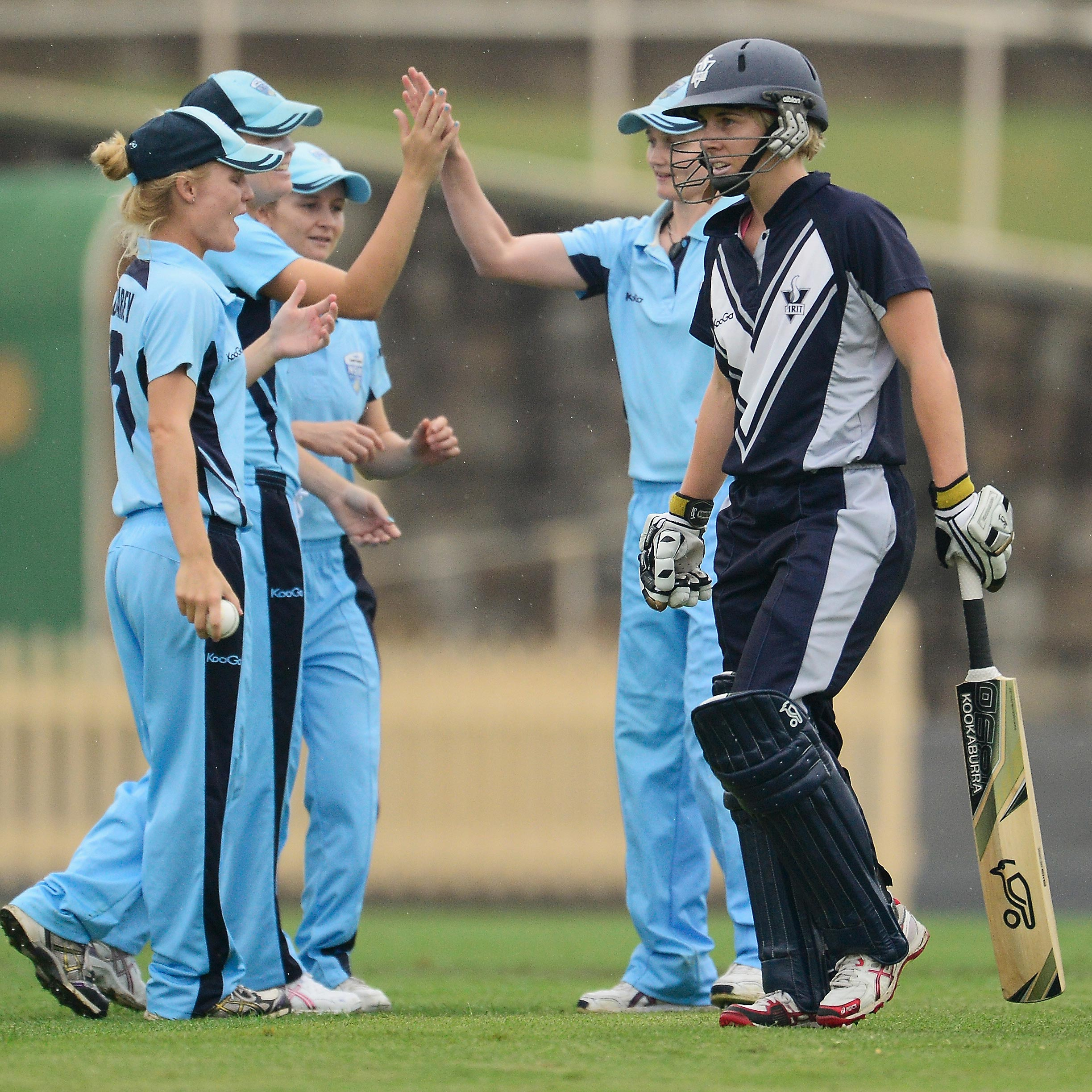 Victoria's Elyse Villani is dismissed against NSW // Getty